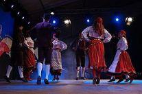 TÜ_Rahvakunstiansambel_SIVO_festivalil_-_kaerajaan
